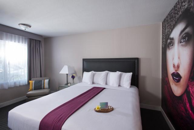 San diego ca hotel photo gallery hotel iris - Hotels in san diego with 2 bedroom suites ...