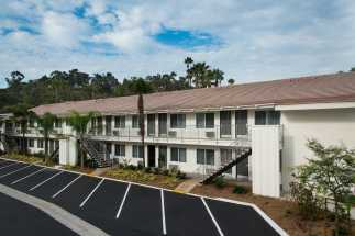Hotel Iris San Diego - Free and ample parking is available at Hotel Iris