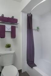 Hotel Iris - Guest Bathroom